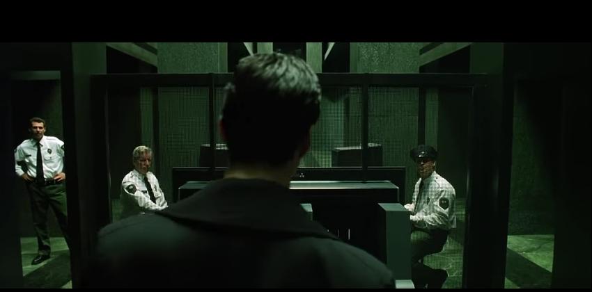 Neo entra en el edificio del gobierno